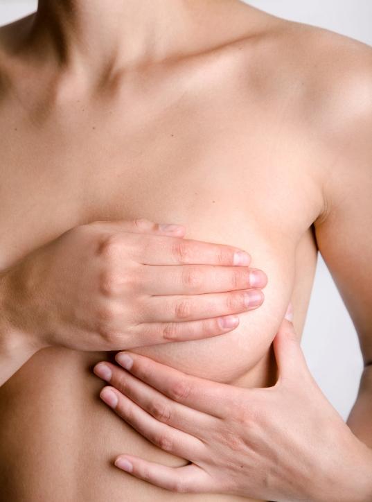 Göğüs estetiği sağlığa zararlı mıdır ?